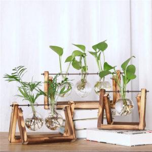 Jarrones de cristal con soporte de madera y metal giratorio